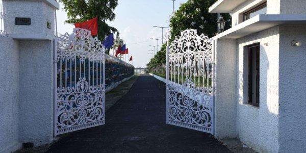 Zeme Entrance